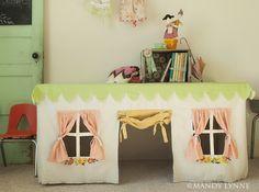 Casa de juguete hecha con un mantel de tela, by mandy lynne