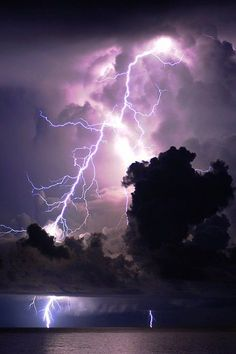 Purple Storm by Mark Riddick Lightning photos are so incredible All Nature, Amazing Nature, Science Nature, Tornados, Thunderstorms, Cool Pictures, Cool Photos, Beautiful Pictures, Nature Pictures