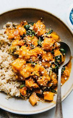 Delicious Vegan Butternut Squash Curry Recipe – ready in 45 minutes! … Delicious Vegan Butternut Squash Curry Recipe – ready in 45 minutes! Healthy Meals, Easy Meals, Healthy Eating, Healthy Recipes, Keto Recipes, Eating Vegan, Healthy Food Blogs, Burger Recipes, Muffin Recipes