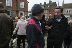 Дейвид Камерън се сблъска с гневни пострадали от наводнинията