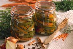 Das Rezept für Eingemachte Bohnen mit Möhren und Schalotten und weitere kostenlose Rezepte auf LECKER.de