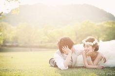 芝生で遊ぶ2人*前撮り |*ウェディングフォト elle pupa blog*|Ameba (アメーバ)