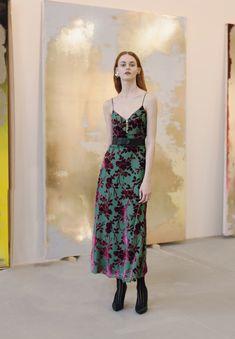 Yigal Azrouël Pre-Fall 2018 Fashion Show Collection: See the complete Yigal Azrouël Pre-Fall 2018 collection. Look 13 Vogue Fashion, Runway Fashion, Fashion News, Fashion Trends, Stylish Dresses, Casual Dresses, Formal Dresses, Skirt Fashion, Fashion Dresses