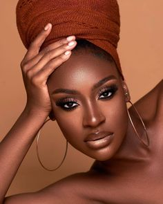 Likes, 31 Comments - 𝐒𝐓𝐘𝐋𝐄 𝐑𝐀𝐕𝐄 Dark Skin Models, Headshot Poses, Dark Complexion, Brown Skin Girls, Models Makeup, Confident Woman, Beautiful Black Women, Cut Crease, Beauty Photography