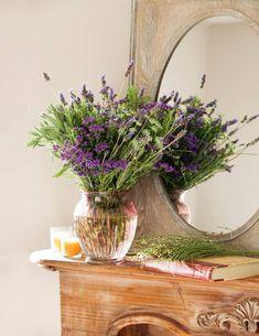 My inner landscape: Photo Lavender Cottage, French Lavender, Floral Arrangements, Glass Vase, Backyard, Landscape, Instagram Posts, Inspiration, Beautiful