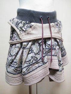 古着のペイズリースカーフの真ん中に穴開けて、ウエスト。あとは、スカーフ周り一周4Mに革付けて革ひもをカガリまくったスカート。 ハンドメイド、手作り、手仕事品の通販・販売・購入ならCreema。 4m, Creema, Boho Shorts, Handmade, Women, Fashion, Hand Made, Moda, Women's