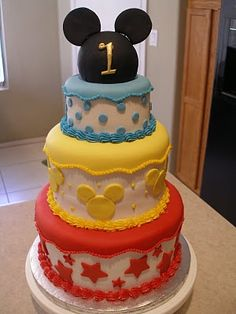 Mickey Mouse Birthday Cake - maybe just two tiers though Mickey Mouse Birthday Cake, Minnie Cake, Mickey Cakes, Birthday Cakes, Mickey Party, Birthday Bash, Minnie Mouse, Birthday Parties, Cute Cakes