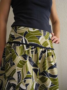 Patron The Indian Skirt – Stoff Das Haus des Coupon Sté - Personliche Betreuung Indian Skirt, Indian Dresses, Sewing Clothes, Diy Clothes, Lehenga, Ethno Style, Couture Sewing, Dress Couture, Vestidos Vintage