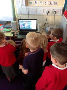 Saint Joseph's @stjs_staveley Nursery were very excited to sing their nativity songs to a class in Spain and to listen to this class sing in Spanish #SkypeaThon
