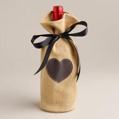 weinflasche einpacken, herz motiv, baendchen, romantische geschenkidee, rotwein verschenken
