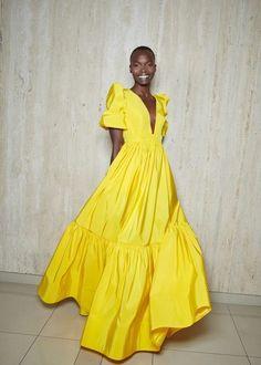 Look Fashion, Fashion News, Fashion Beauty, Fashion Show, Fashion Design, Fashion Trends, Simple Dresses, Summer Dresses, Yellow Fashion