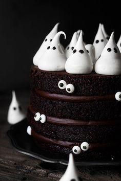 ¡Qué fácil es de hacer esta tarta! Y para los amantes del chocolate será el no va más. Es espectacularmente DELICIOSA. Además es de esas...