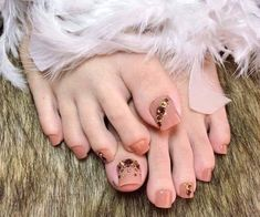 Pretty Toe Nails, Cute Toe Nails, Fancy Nails Designs, Gel Nail Art Designs, Almond Acrylic Nails, Cute Acrylic Nails, Minimalist Nails, Nail Swag, Pedicure Nail Art