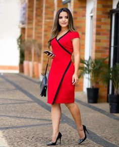 Such a beautiful red dress ♥ very slimming 40 Work Outfits To Copy Right Now - Luxe Fashion New Trends - Fashion Ideas this style would be very flattering on me Best casual office outfit for the ladies Pinned onto 2018 winter outfits Board in 2018 winte Trendy Dresses, Elegant Dresses, Casual Dresses, Short Dresses, Dresses For Work, Office Dresses, Modest Fashion, Fashion Outfits, Red Fashion