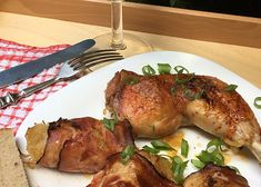 Kuře na víně se slaninovými závitky se zelím recept - TopRecepty.cz Pork, Meat, Recipes, Red Peppers, Kale Stir Fry, Recipies, Ripped Recipes, Pork Chops, Cooking Recipes