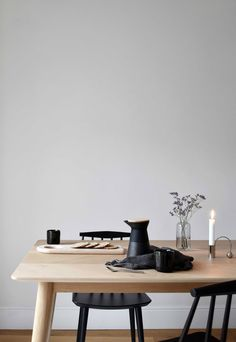 einblatt A slow, sustainable approach to decorating your home Feng Shui, A Table, Dining Table, Dining Rooms, Minimal Home, Fourth Wall, Love Your Home, Declutter Your Home, Eco Friendly House