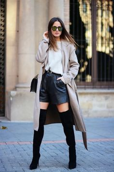 Simple Street Style Ideas How To Wear Shorts In Cold Weather 2020 Long Black Blazer, Black Velvet Shorts, Black Leather Shorts, Thigh High Boots Outfit, Over The Knee Boot Outfit, Ankle Boots, Casual Skirt Outfits, Girly Outfits, Chic Outfits