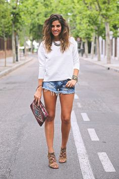 trendy_taste-look-outfit-street_style-ootd-blog-blogger-fashion_spain-moda_españa-denim_shorts-shorts_vaqueros-top_blanco-white_top-sandalia...