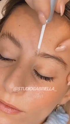 Eyebrow Lift, Eyebrow Makeup Tips, Eyebrow Tinting, Skin Makeup, Permanent Makeup Eyebrows, Fix Eyebrows, Types Of Eyebrows, Arched Eyebrows, Eye Makeup Tips