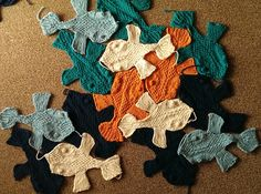 Ravelry: fnoemii's Escher Fish Afghan Crochet, Knit Crochet, Knitting Needles, Hand Knitting, New Crafts, Arts And Crafts, Knit Shawls, Spinning Yarn, Art And Craft Design