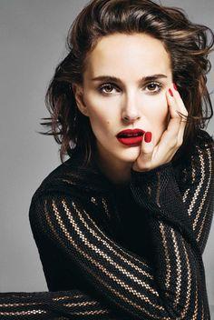 Inside Natalie Portman's Make-up Bag Lippenstift – 1 Minute Poses Headshot, Headshot Posen, Pose Portrait, Portrait Photography, Fashion Photography, Lr Beauty, Beauty Hacks, Real Beauty, Beauty Tips