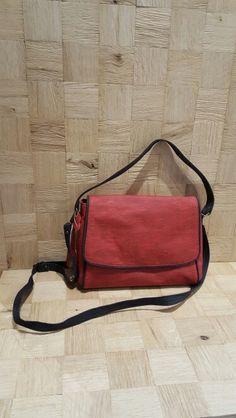 Handtas in kurk #kurksieraden #aalter #handtassen #accessories #schoping #handtas #schoudertas #talkaboutaalter www.hoorewege.be