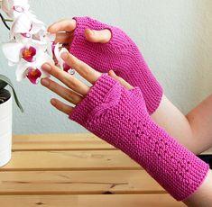 Nachtfalter fingerless mitts : Knitty.com - Deep Fall 2014