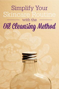 Simplify your skincare routine with the oil cleansing method. Oil cleansing is a natural and effective way to dissolve oil on your face and remove makeup. Homemade Facials, Homemade Beauty, Homemade Scrub, Facial Cleanser, Moisturizer, Skin Toner, Oil Cleansing Method, Natural Exfoliant, Combination Skin