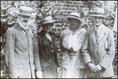 """katherine-mansfield: """" D. Lawrence, Katherine Mansfield, Frieda Lawrence, and John Middleton Murry """" John Middleton, D H Lawrence, Glenda Jackson, Katherine Mansfield, Bloomsbury Group, Oliver Reed, English Writers, World Of Books, Great Photos"""