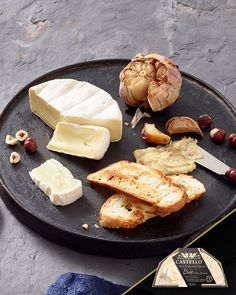 Roasting garlic mellows its sharp and intense flavours while bringing its savoury and sweet notes to the forefront. These flavours are the perfect accompaniment to a Cheeseboard with rich Castello Double Crème White or creamy Brie. Garlic Spread, White Cheese, Halloween Snacks, Sweet Notes, Roasted Garlic, Brie, Treats, Recipes, Keto