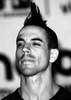 Anthony Kiedis & his short lived amazing mohawk <3