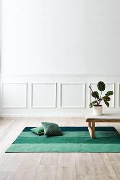 From plastic bottles to modern design. These rugs are made of recycled plastic and a single squ Nordic Home, Scandinavian Home, Nordic Design, Modern Design, Next Rugs, Interior Styling, Interior Design, Tapis Design, Plastic Design
