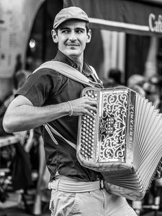 L'Accordéoniste à #Paris