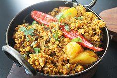 Chicken Keema Aloo Balti Recipe Main Dishes with vegetable oil, minced chicken, onions, garlic paste, ginger paste, green chilies, Garam Masala, coriander powder, ground cumin, tomatoes, potatoes, tumeric, chili powder, coriander, salt, pepper