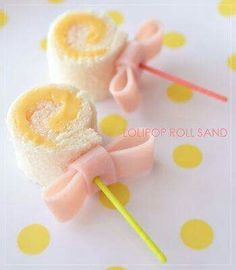 Lollipop sandwiches would make the perfect bento box accompaniment! Made from bread and cheese rolled up, then secured with toothpick and a ham bow! Cute Food, Good Food, Yummy Food, Boite A Lunch, Tea Sandwiches, Baby Shower Sandwiches, Food Decoration, Food Humor, Bento Box