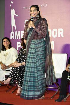 Sonam Kapoor looks stunning in saree Saree Draping Styles, Saree Styles, Blouse Styles, Stylish Blouse Design, Fancy Blouse Designs, Saree Blouse Patterns, Saree Blouse Designs, Stylish Sarees, Trendy Sarees
