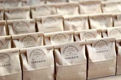 Brownie Packaging, Baking Packaging, Bread Packaging, Candle Packaging, Food Packaging Design, Bottle Packaging, Packaging Design Inspiration, Cafeteria Retro, Food Graphic Design
