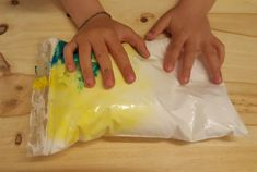sdnso espuma Sensory Activities, Art For Kids, Icing, Montessori, Homeschool, Diy, Baby Sensory Bags, Sensory Art, Sensory Play