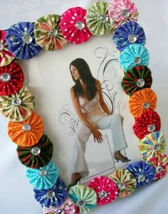 DIY Room Decor Idea with Newspaper & Mirror Decoration Felt Crafts, Fabric Crafts, Sewing Crafts, Sewing Projects, Handmade Crafts, Diy And Crafts, Arts And Crafts, Yo Yo Quilt, Newspaper Crafts
