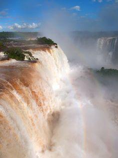 http://www.eumundoafora.blogspot.com.br/2012/06/forca-das-cataratas-do-iguacu.html#