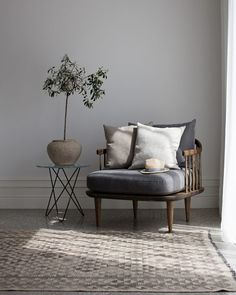 Tall mini O table with glas top & black powder coated frame. - So stylish  #design #Oxdenmarq #Danishdesign #scandi #Scandinaviandesign