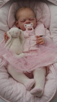 Reborn Doll in Pink Life Like Baby Dolls, Life Like Babies, Real Baby Dolls, Realistic Baby Dolls, Cute Baby Dolls, Real Doll, Reborn Babypuppen, Reborn Toddler Dolls, Newborn Baby Dolls