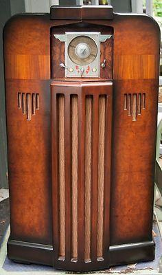 Art Deco Midwest 6 Band Wood Console Vacuum Tube Radio -- L Art Deco Furniture, Antique Furniture, Poste Radio Vintage, Art Nouveau, Retro Radios, Antique Radio, Sonos, Art Deco Period, Art Deco Design