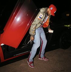 Chris Brown Images, Chris Brown Videos, Chris Brown Outfits, Chris Brown Wallpaper, Breezy Chris Brown, Justin Bieber Smile, Song Artists, Tumblr Fashion, Girl Outfits