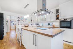 FINN – Rønvik/Saltvern - Stor familievilla med 4 soverom og 2 stuer - Garasje - Solrik tomt Real Estate, Kitchen, Table, House, Furniture, Home Decor, Cooking, Decoration Home, Home