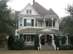 1900 Queen Anne, Moss Point, MS (George F. Barber) – $299,999