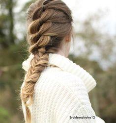 Love the cold, fresh air ❄ ~~~~~~~~~~~~~~~~~~~~~~~~~ #braid #plait #frenchbraid #hair #hairstyles #hairsandstyles #frenchbraid #instalike #brunette #longhairdontcare #hair.feed #fashion #beauty #style #winter #hudabeauty