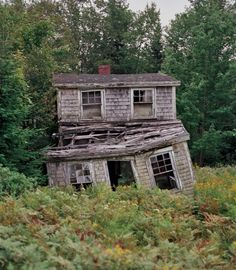 I think Noras house would be an old abandoned house like this one. She wouldnt earn a lot of money to buy a nice house like she had when she was still with Torvald. Old Abandoned Buildings, Abandoned Castles, Abandoned Mansions, Old Buildings, Abandoned Places, Creepy Houses, Old Farm Houses, Old Barns, Haunted Places