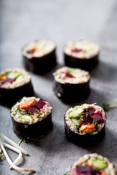 #Vegan Green Spelt Sushi is a delicious alternative to ordinary rice sushi. This version contains beetroot and avocado amon other tasty things.
