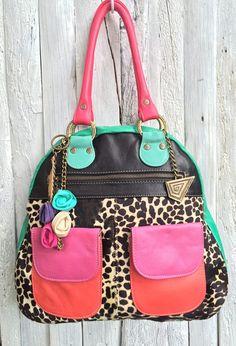 Cartera Juana  http://www.carolinadecunto.com/cartera-negra-y-colores-bolsillos/